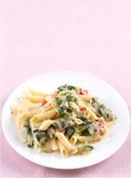 koestlich vegetarisch 4/15 - Aktionsrezept - Penne mit Mangold und Kaese-Sahne-Sosse